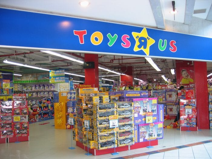 Toys-R-Us-going-out-of-business