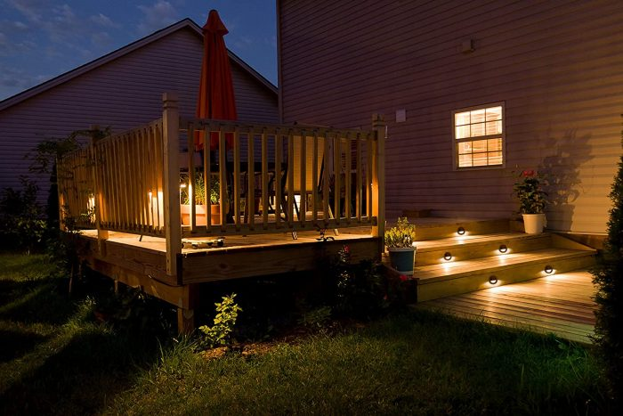 Low-voltage LED deck outdoor lighting